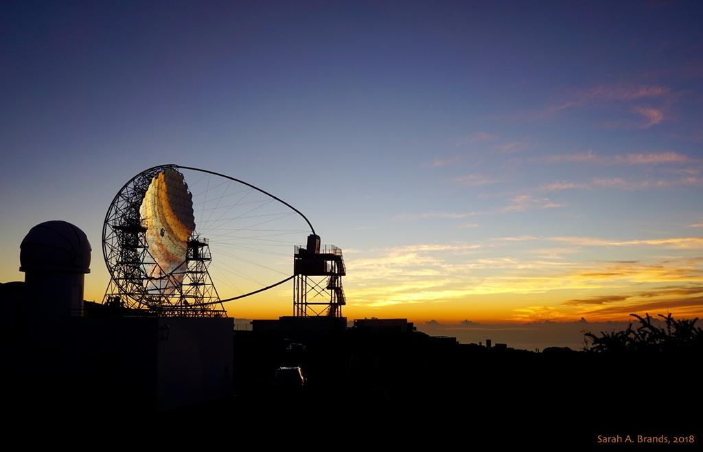 Télescope Tcherenkov au coucher du soleil