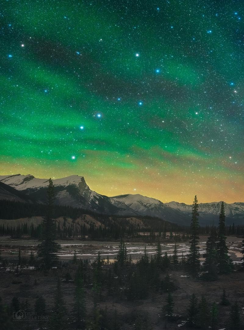 Lumière borréale dans le ciel nocturne