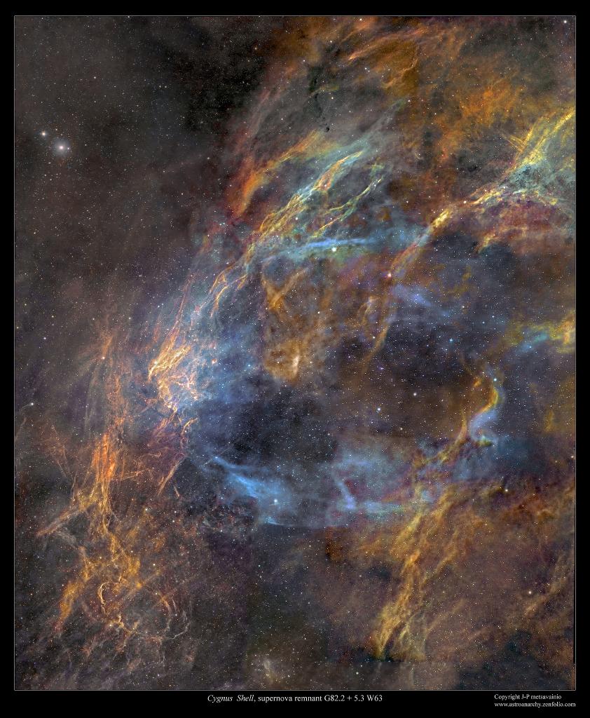 Les restes de la supernova W63 dans la constellation du Cygne