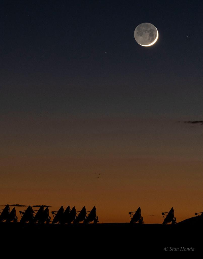 La vieille Lune dans les bras de la jeune Lune