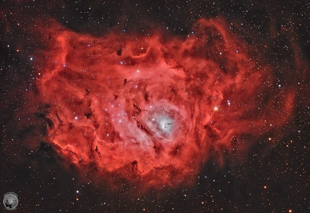 La nébuleuse da la Lagune composée d'étoiles, de gaz et de poussière