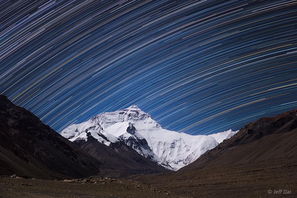 Les traînées d'étoiles du mont Everest