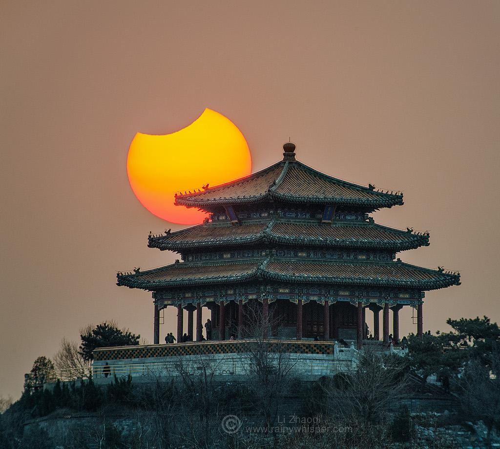 Éclipse partielle au-dessus de Pékin