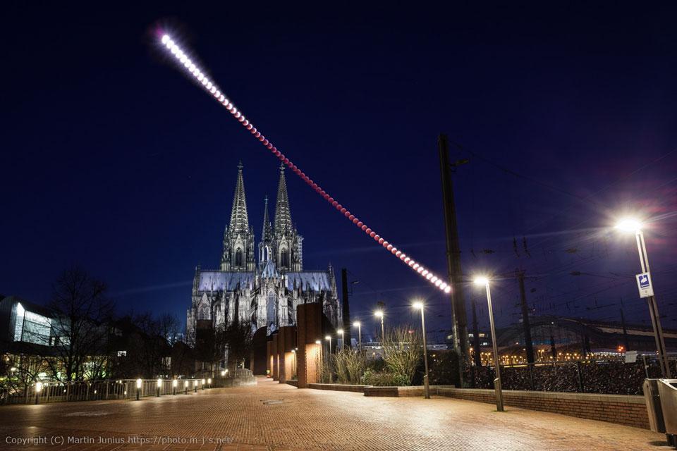 Éclipse lunaire au-dessus de la cathédrale de Cologne