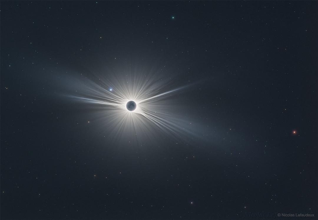 Vue large de la grande éclipse américaine