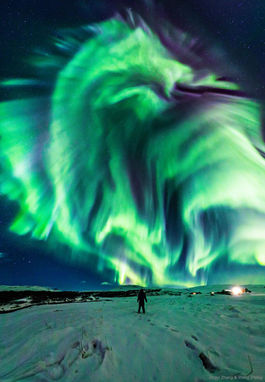 Aurore dragon au-dessus de l'Islande