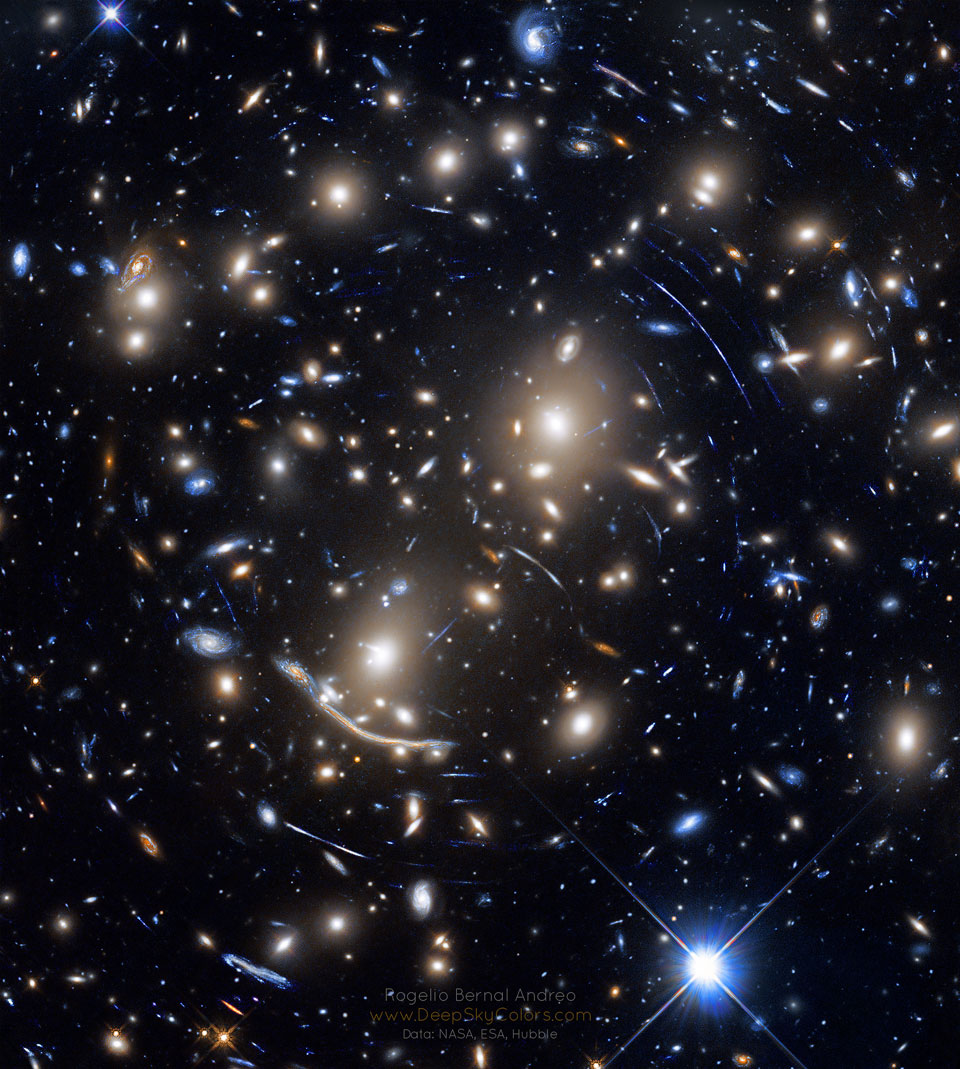 Abell 370 : Lentille gravitationnelle de l'amas de galaxies