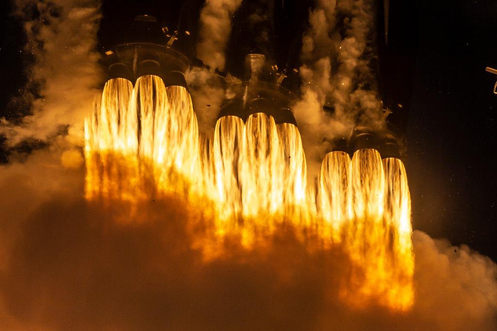 Lancement de Falcon Heavy en gros plan