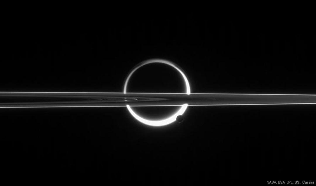 Saturne, Titan, anneaux et brume