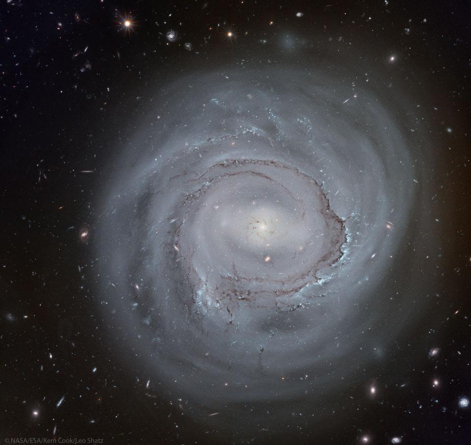 La spirale anémique NGC 4921 depuis Hubble