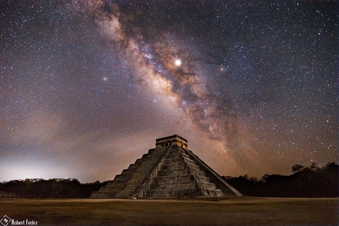 La Voie lactée au-dessus de la pyramide du Serpent à plumes
