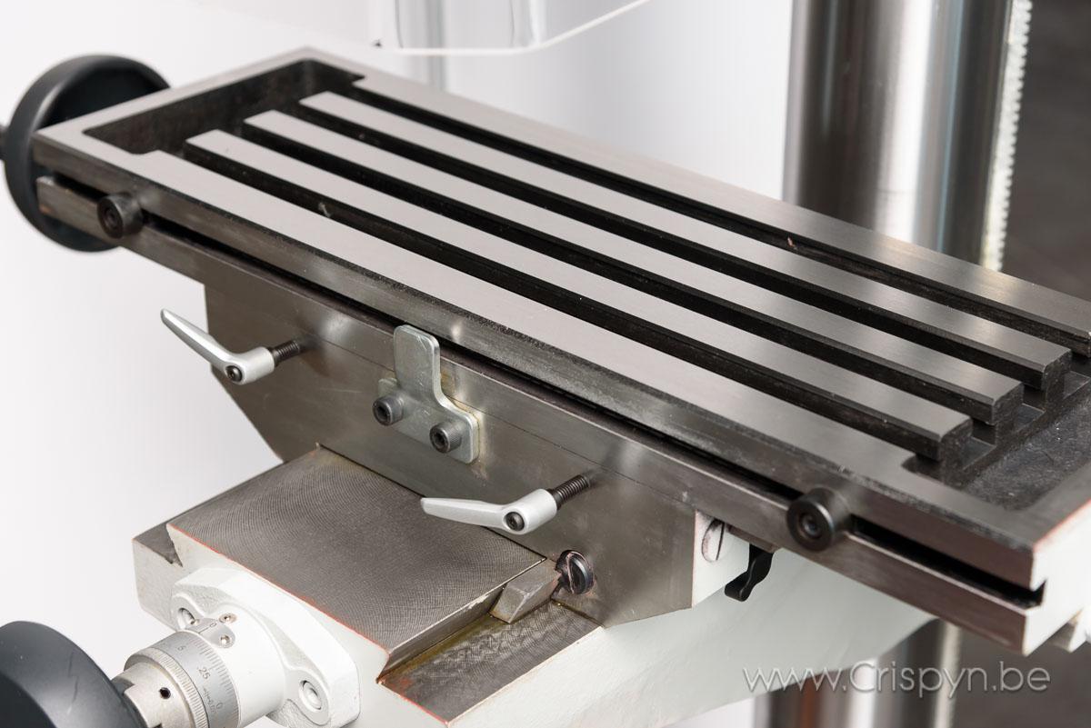Boren tot 32 mm, tandwielkastgedreven, Kruistafel 585x190, geschikt om te frezen.