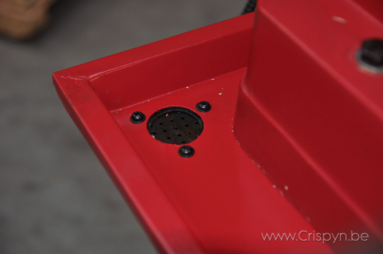 Koersen xy: 560mmx230mm, Tafelafmetingen: 800x240mm, motorvermogen: 1,1kW, 230V monofasig