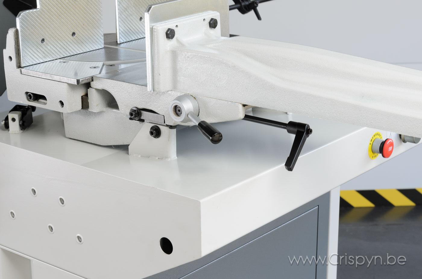 Zaagcapaciteit rond:260mm, rechthoek 295x230mm, zaaglint 2965x27, Hydraulische tegendrukcilinder