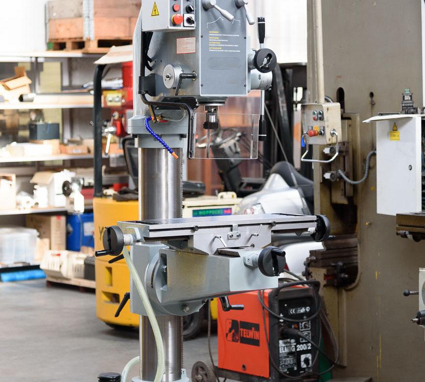 Boren tot 50mm, 3kW, met kruistafel, ook geschikt voor klein freeswerk