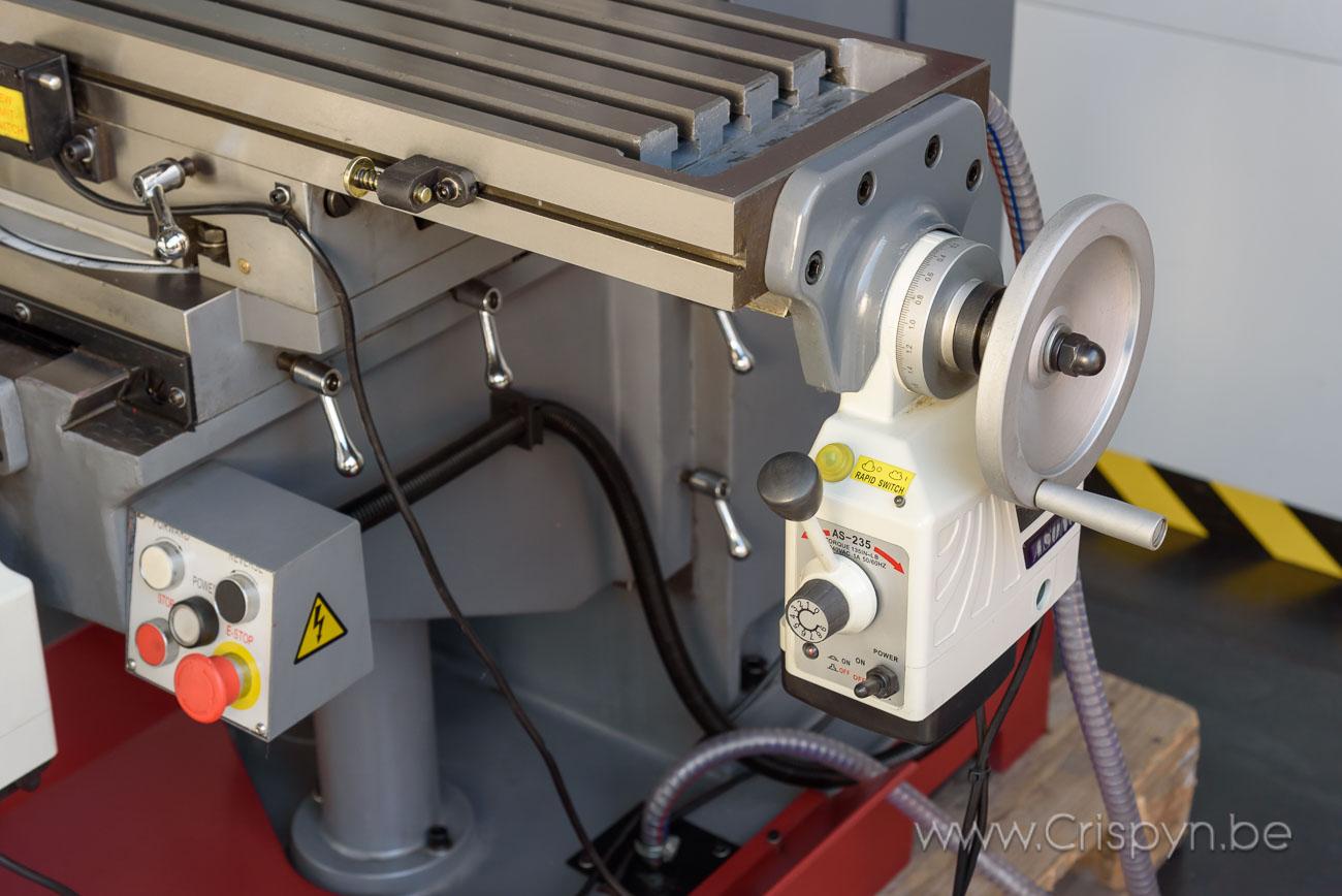 Koersen xy: 600x230mm, Verticaal en horizontaal spindel SK40, Motor 1,5kW, 980Kg