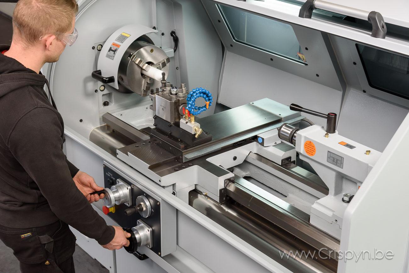 ProtoTRAK, Draaidiameter 480 mm, Doorlaat 80 mm, 1250 mm tussen de centers, 3000 kg
