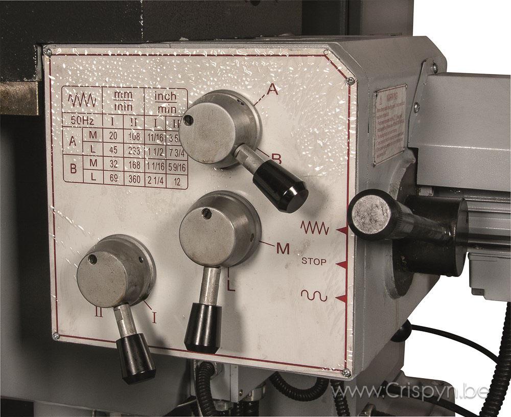 Koersen xy:750x300, Tafel: 1320x320mm, Opname SK40, Gewicht: 1800Kg, digitale uitlezing.