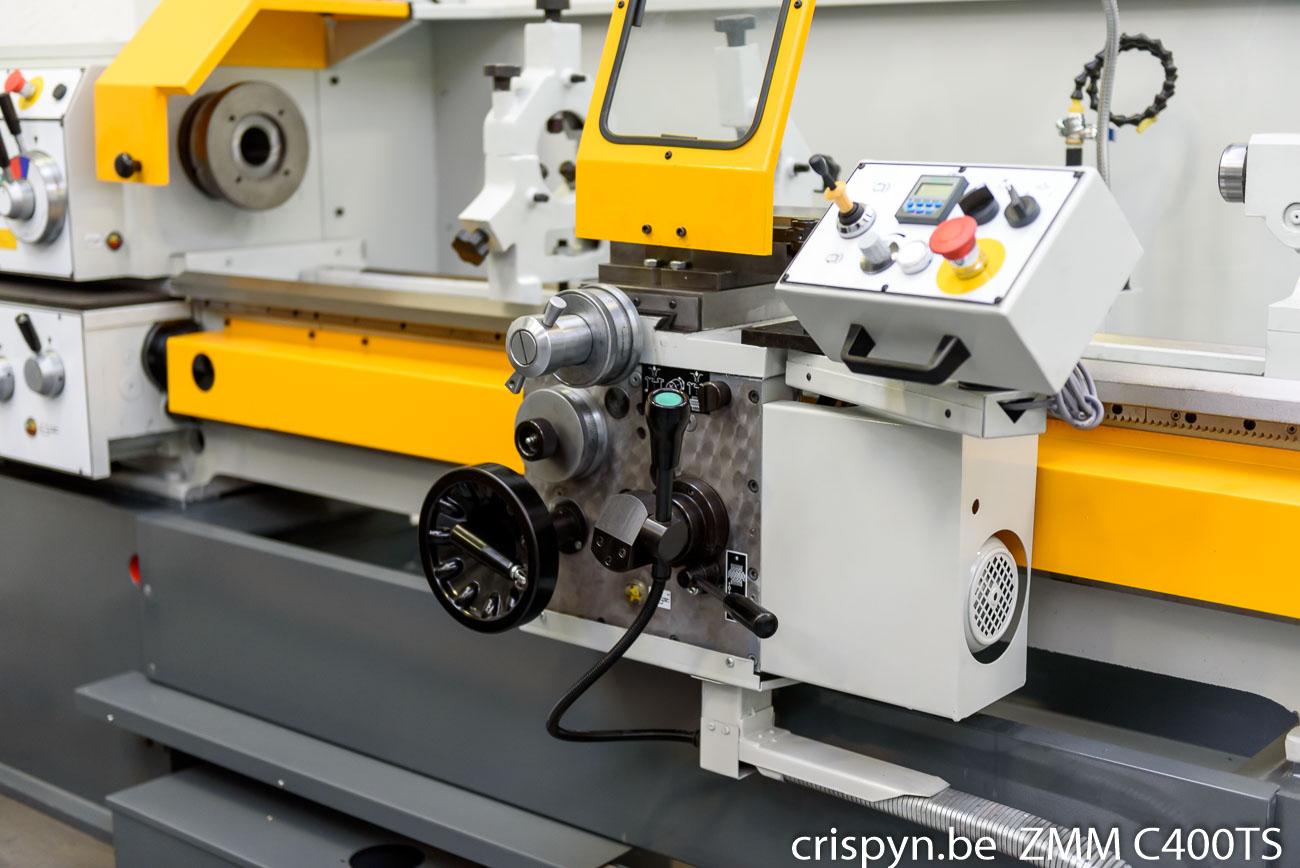 Draaidiameter 400mm, bedbreedte 320mm, doorlaat 52mm, hoofdmotor 4kW, ijlgang op X- en Y-as