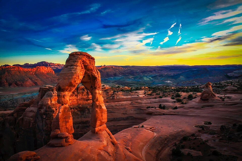 Delicate Arch Arches National Park Utah - 10 Awesome hiking trips in Utah