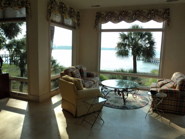 clean windows in a hilton head residence