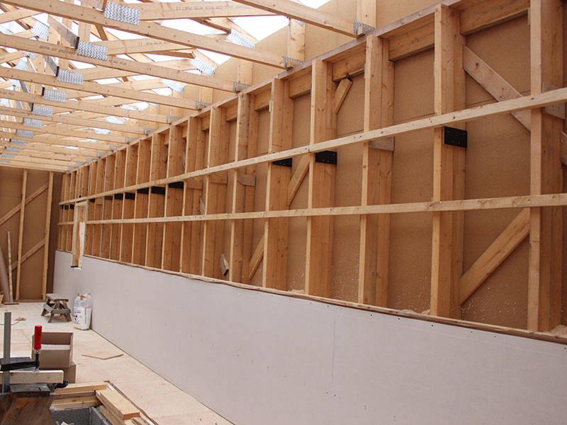 Seinät valmisteltu eristekutterin lisäystä varten