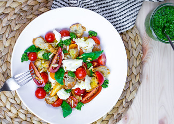 Tomaten Brotsalat mit Pesto | Rahel & Ron