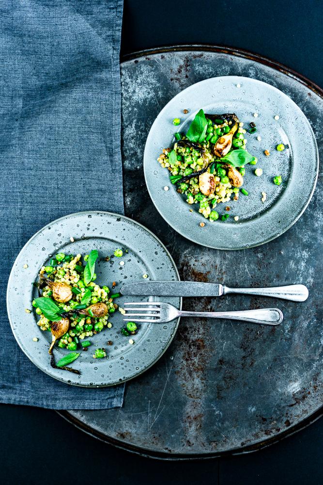 Fregula-Sarda-Salat mit Erbsen und Balsamico-Zwiebeln