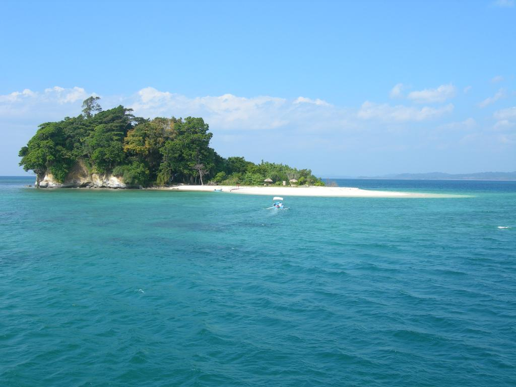 Shallow waters surrounding Jolly Buoy Island in Andaman