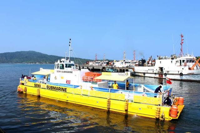 Semi Submarine in Andaman
