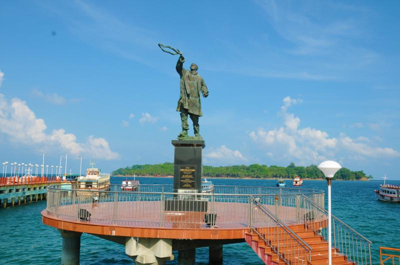 Statue of Rajiv Gandhi at the water sports complex