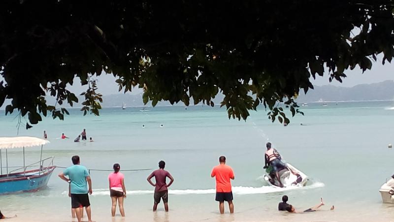 Tourists at Bharatpur Beach