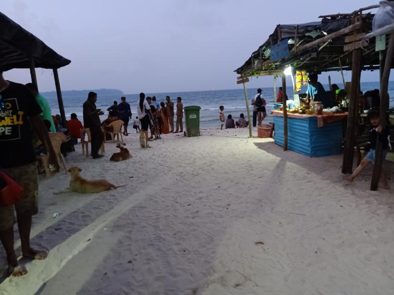 Shops and stalls at Laxmanpur beach
