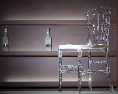 decoração com cadeira dior cristal