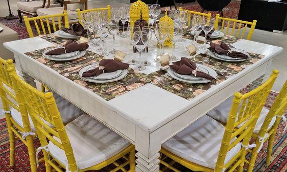decoração com cadeira tiffany amarela