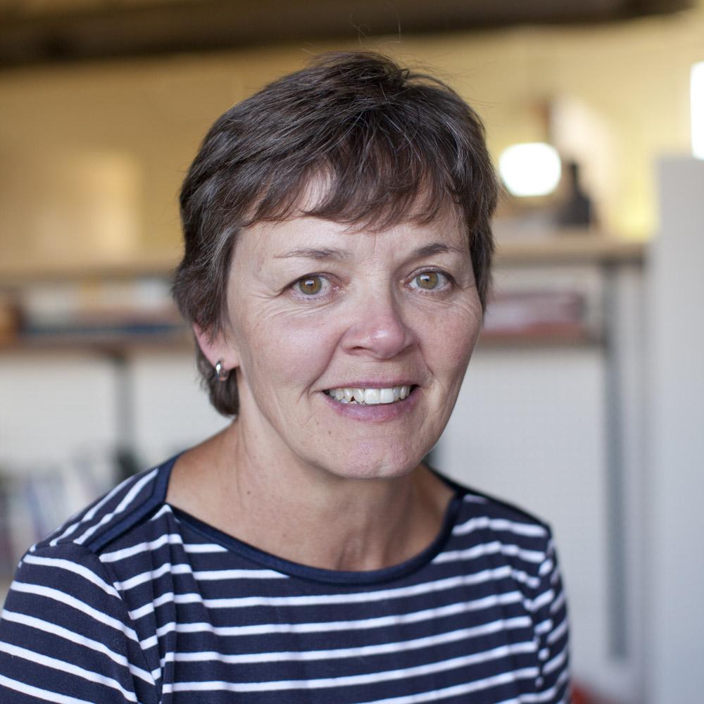 4 Doris Voelker
