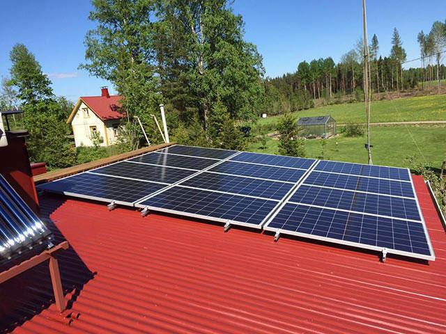 aurinkopaneelit aaltopelti katolla