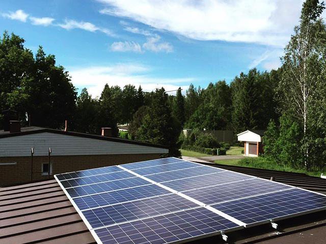 aurinkovoimala lukkosauma katolla