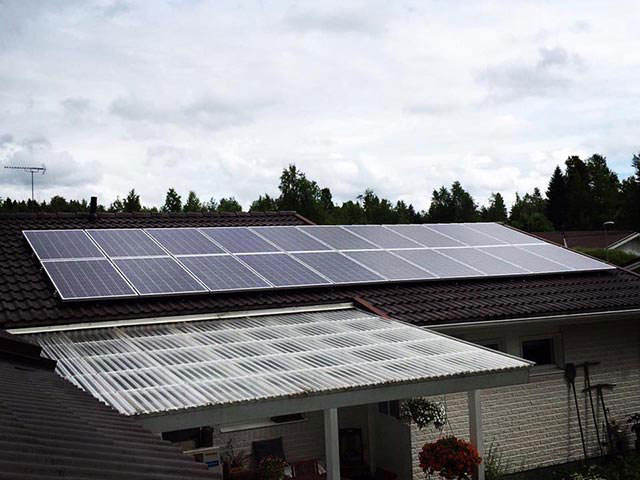 aurinkovoimala tiilikatolla