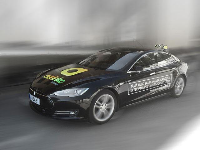 Aurinkotekniikka Tesla Model S P85 Taksi
