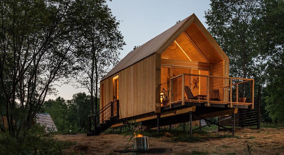 Lushna woodland hut