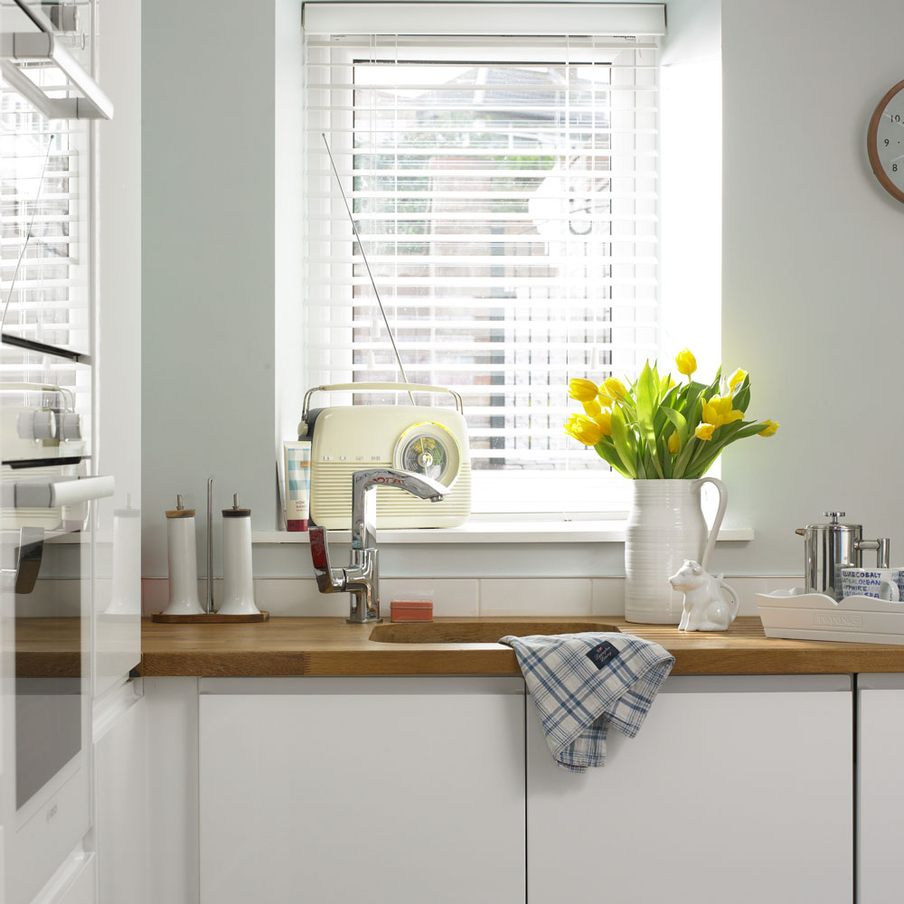 4 Kitchen Window Blind Ideas