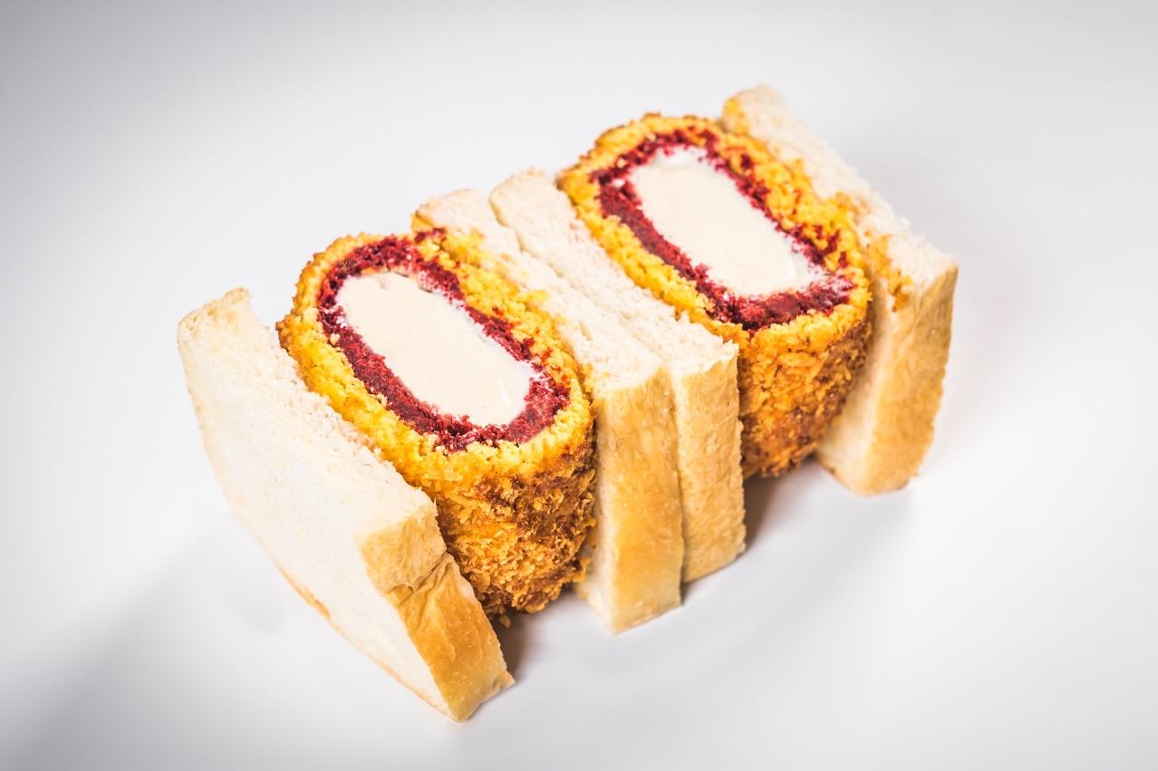 KAMIKAZE KATSU SANDWICH – Our deep fried gelato katsu sandwich! Sudachi lime gelato coated in red velvet cake and panko crumbs sandwiched in fluffy white bread with yuzu sauce