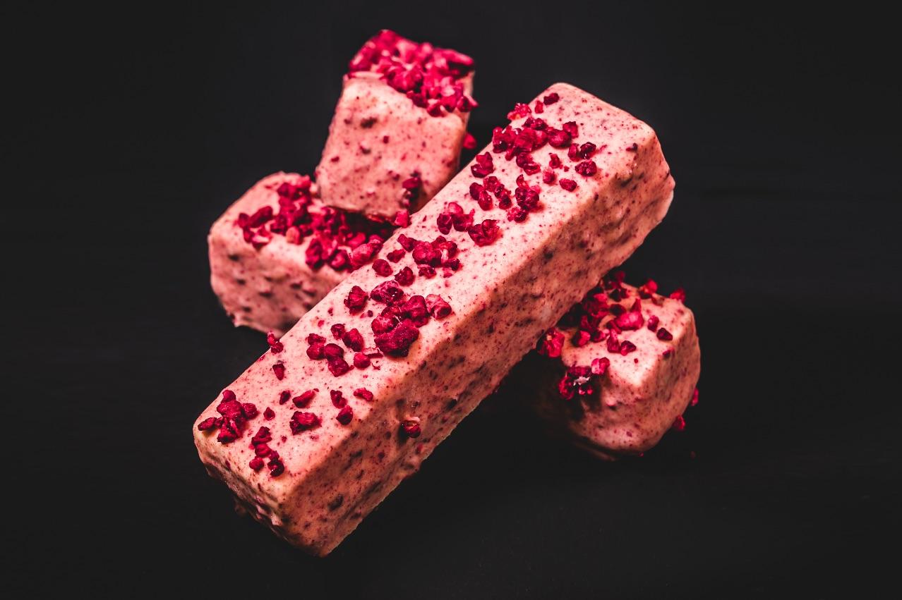 THIS LITTLE PIGGY  – Red velvet cake, raspberry gel, white chocolate & cream cheese gelato, almond praline crunch covered in Messina white chocolate & raspberry glaze