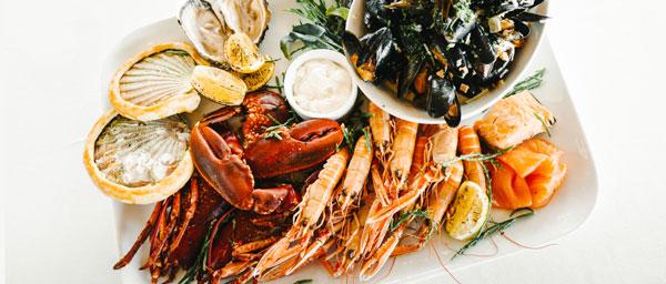 A la carte seafood platters at The Pierhouse