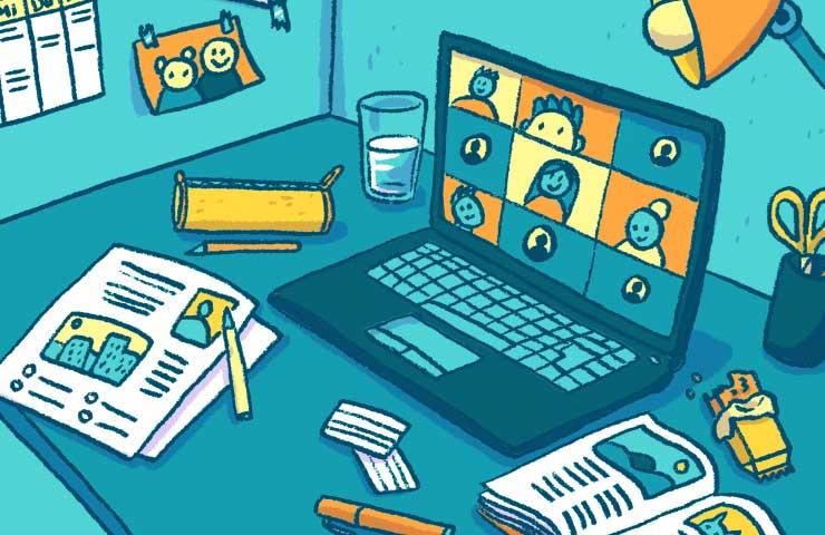 Schreibtisch eines Kindes mit Hausaufgaben und Videocall auf dem Laptop