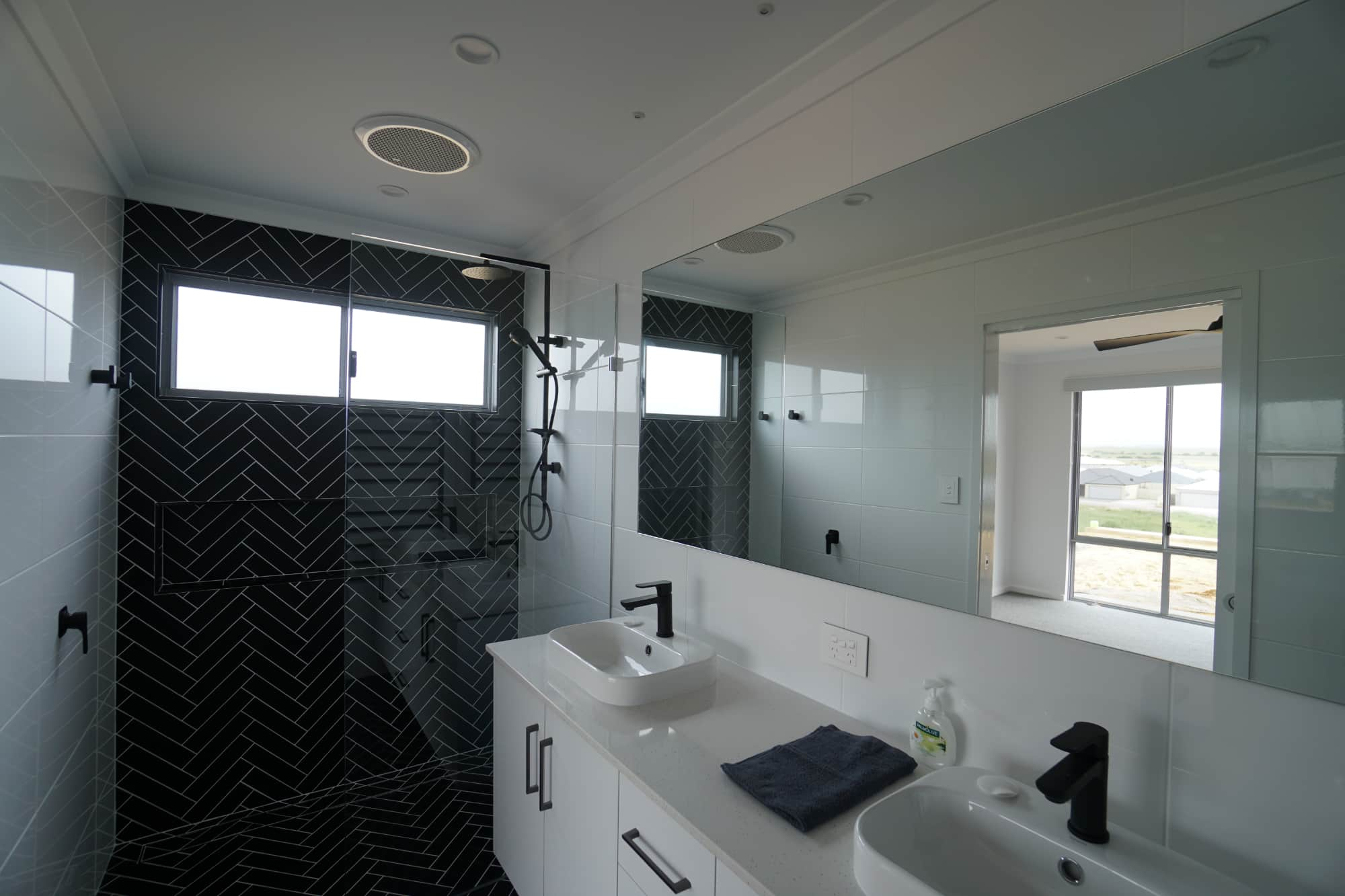modern mirror Geraldton Bathroom