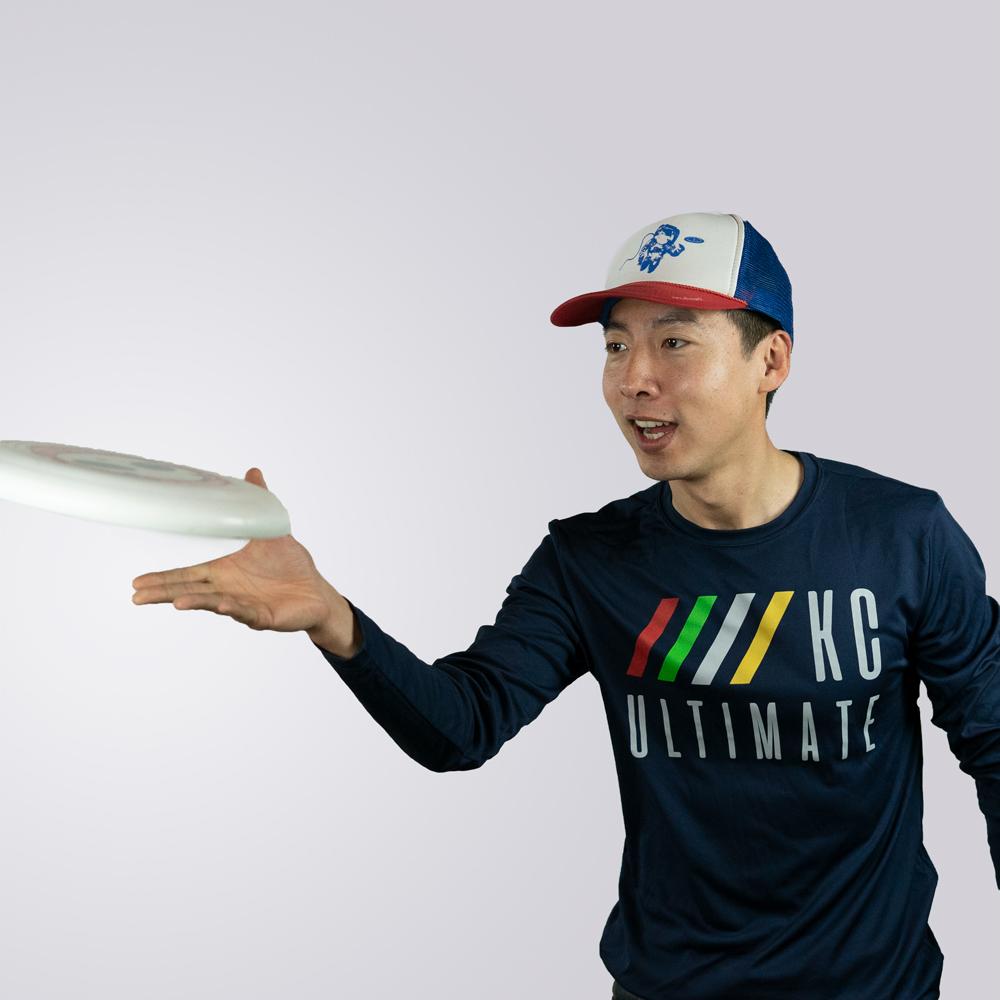 Hai throwing a frisbee