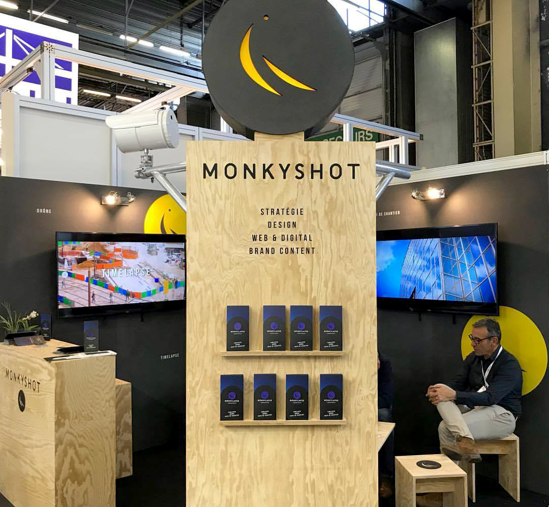 Monkey Shot Stand Paris Studio Trigone
