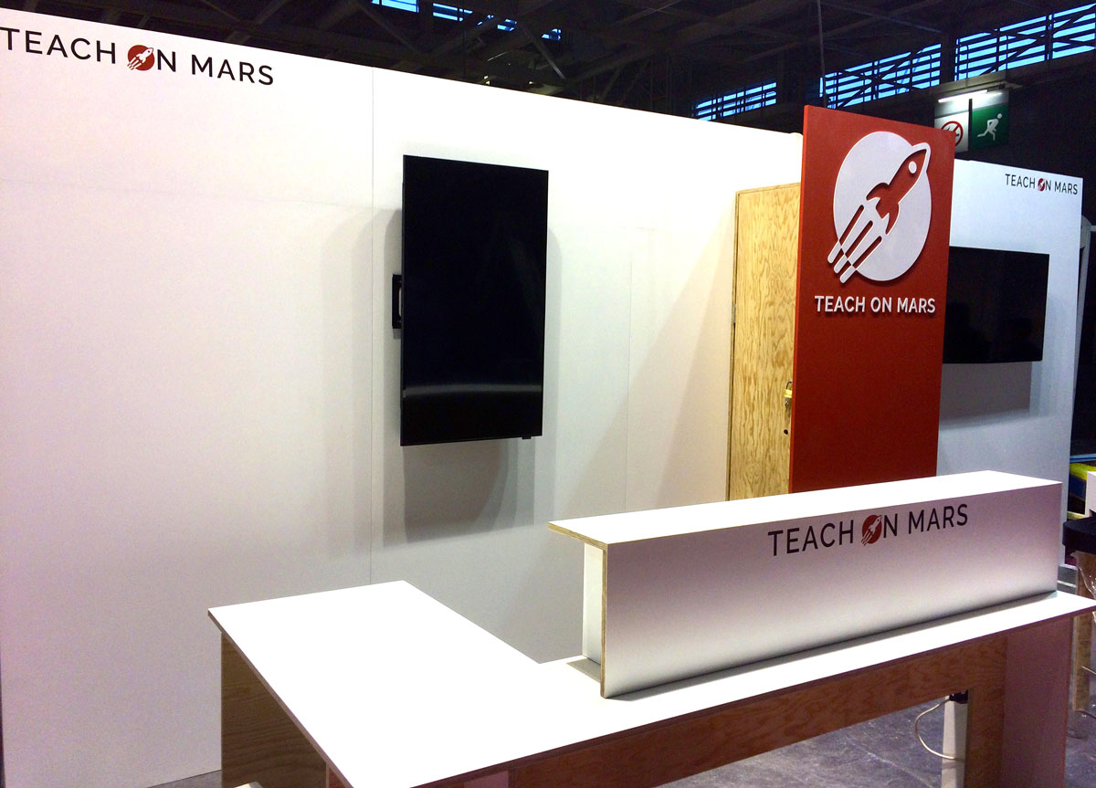 Stand Teach on Mars Studio Trigone